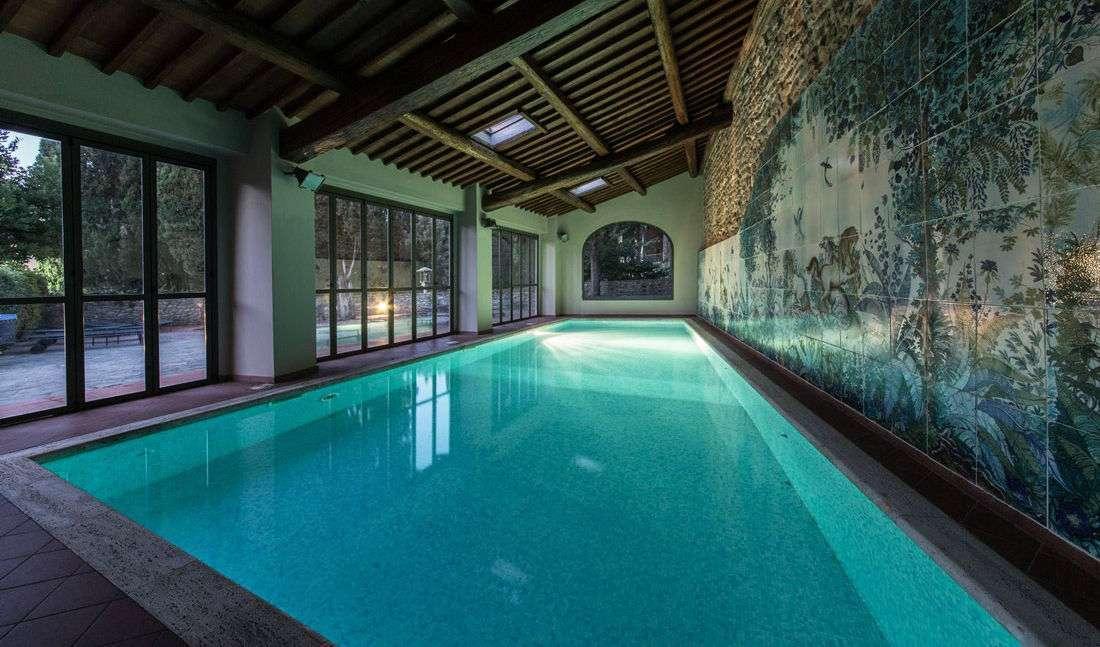 Invändig pool på hotellet