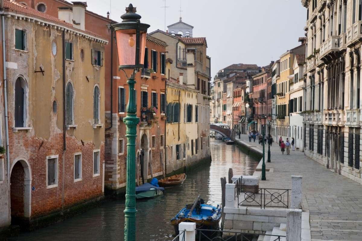 Tag på kør-selv-ferie til Venedig og området omkring (foto: Jorge Royan, Wikimedia Commons).