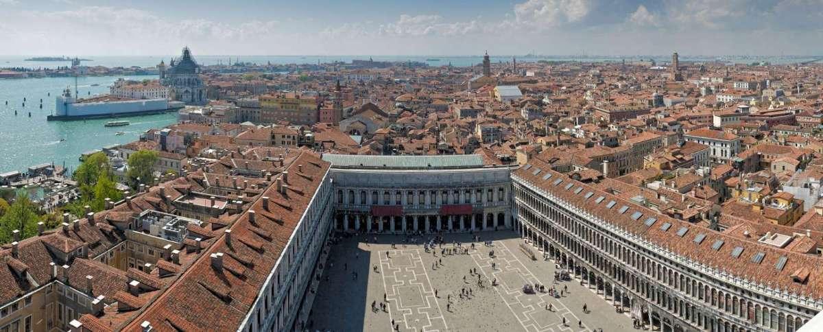Markuspladsen er en af de største seværdigheder i Venedig.