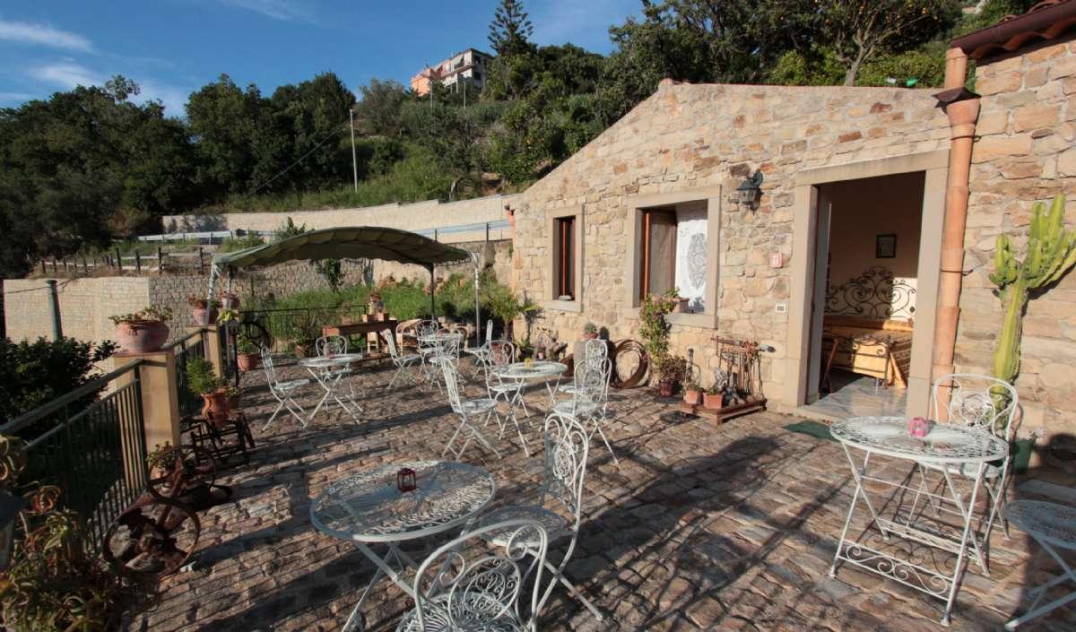 Hold ferie på et Agriturismo på Sicilien - her San Noto i Ficarra.