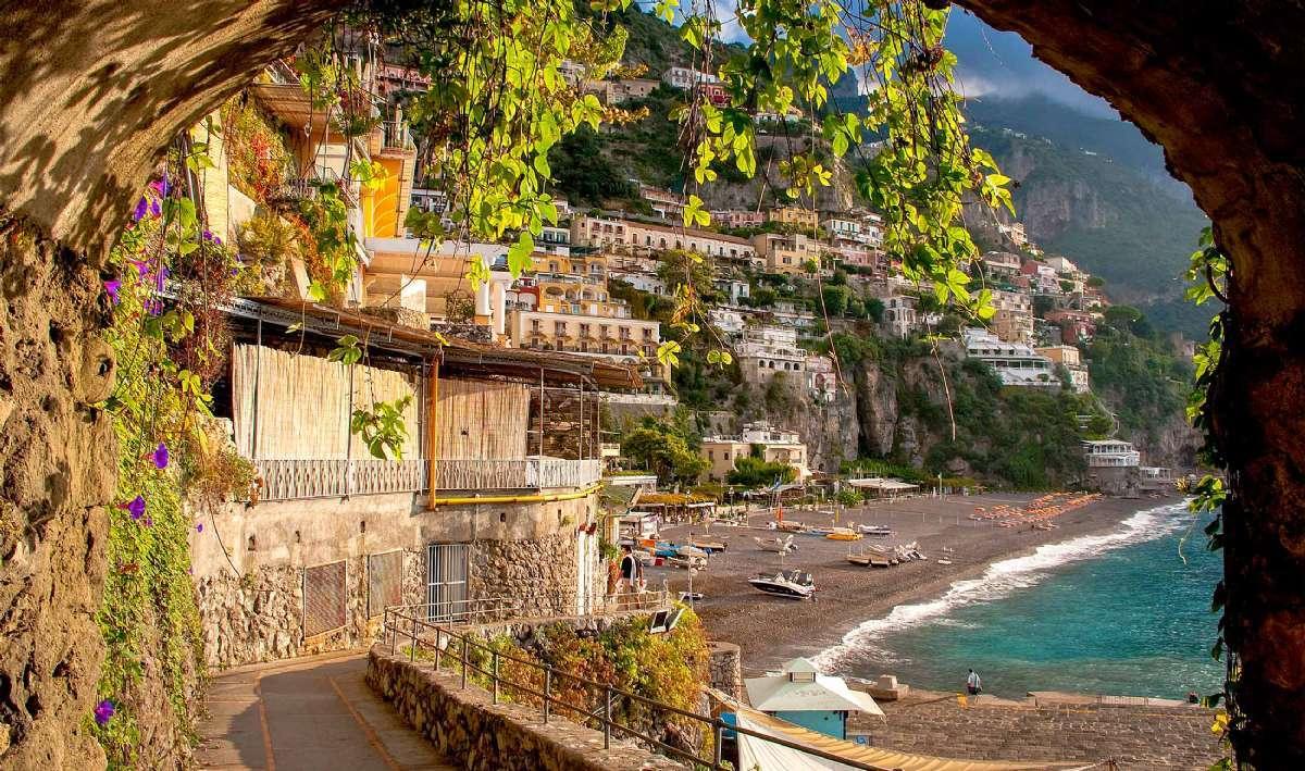 Byene på Amalfikysten er bygget inn i de bratte klippene
