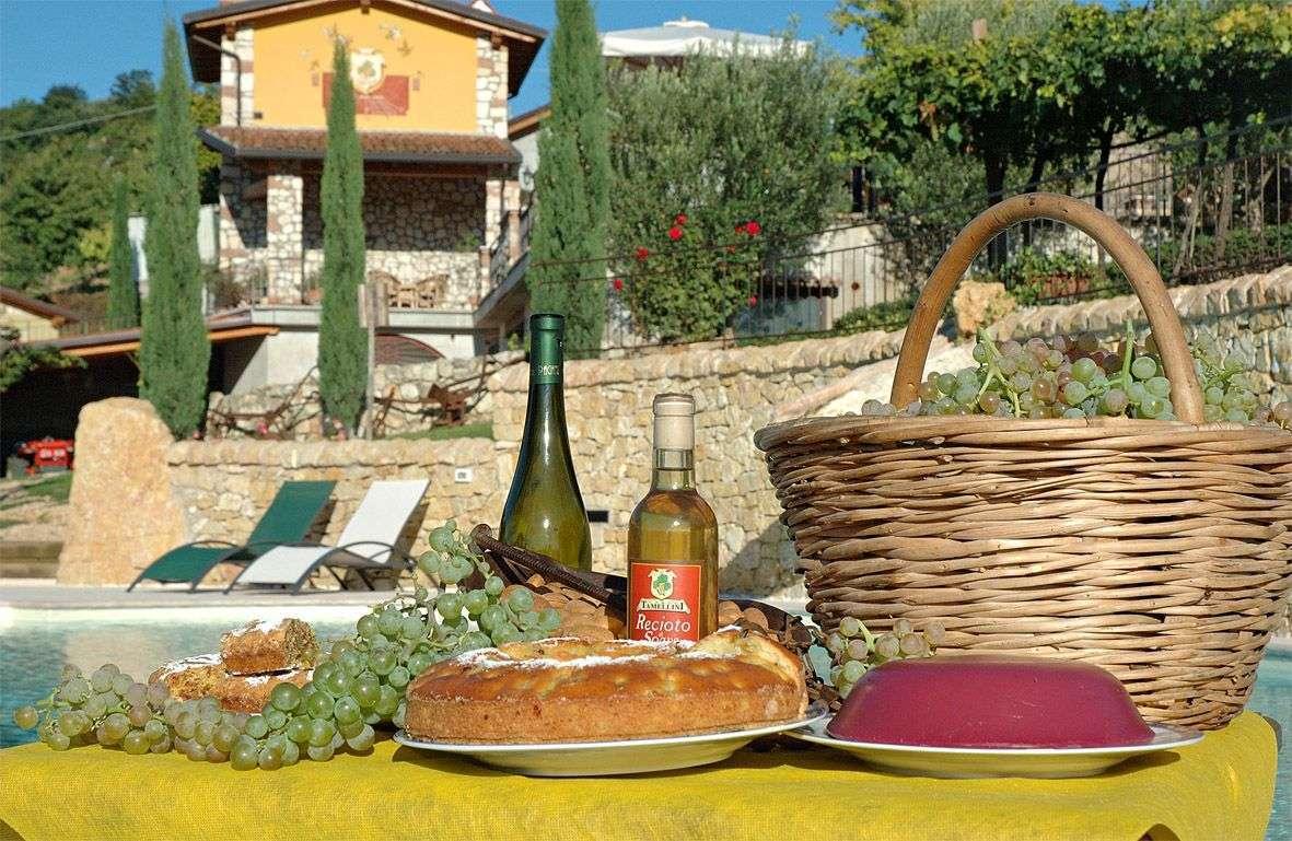 Ta på en härlig vingårdssemester på en agriturismo i Veneto. Här Corte Tamellini i Soave, Veneto