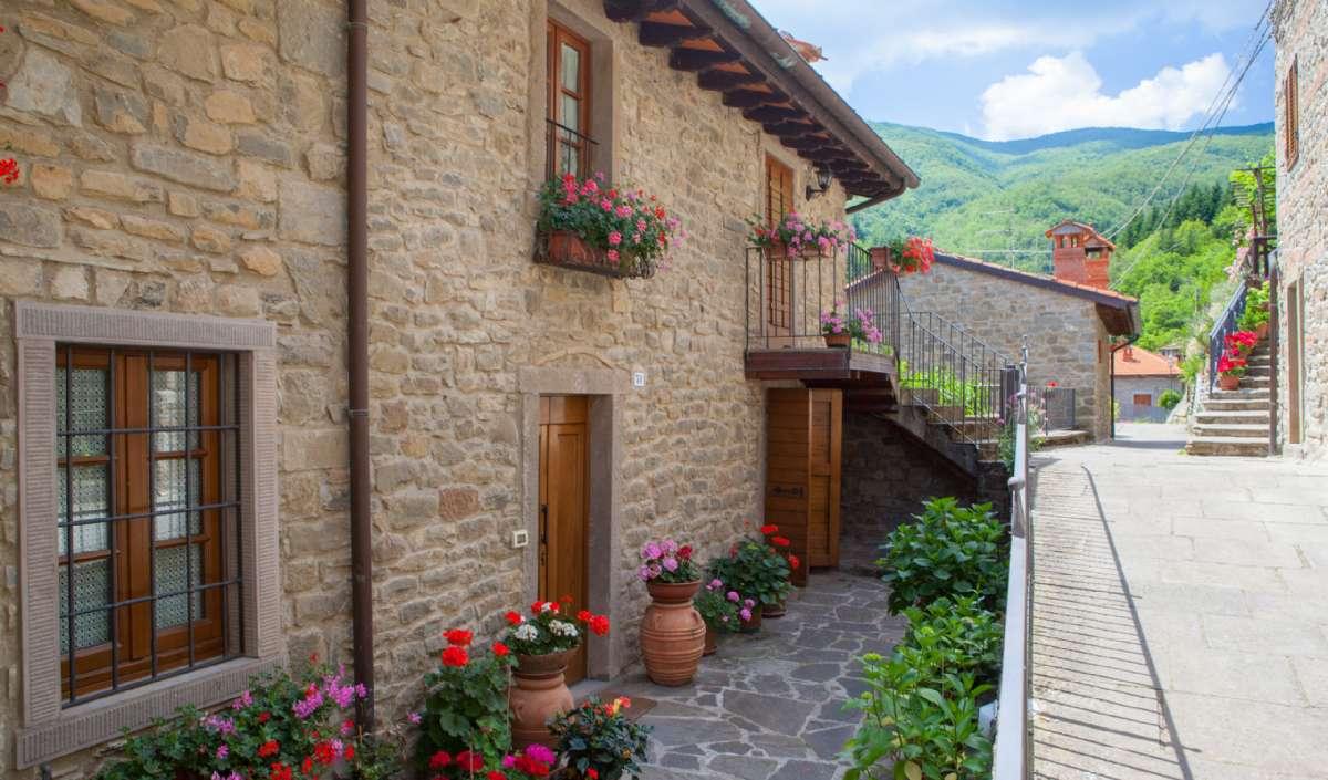 Ortignano Raggiolo's quaint streets