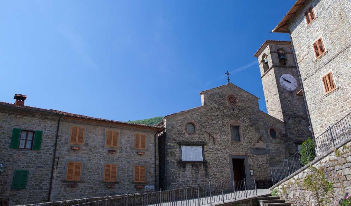 The central square in Ortignano Raggiolo