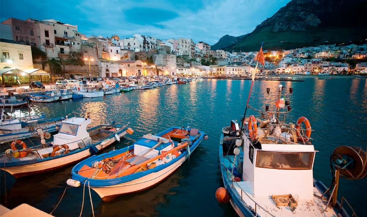 Den hyggelige havnen i Castellammare del Golfo