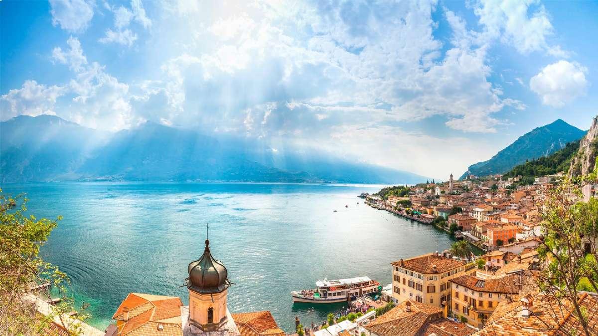 Gardasjön sett från Limone sul Garda