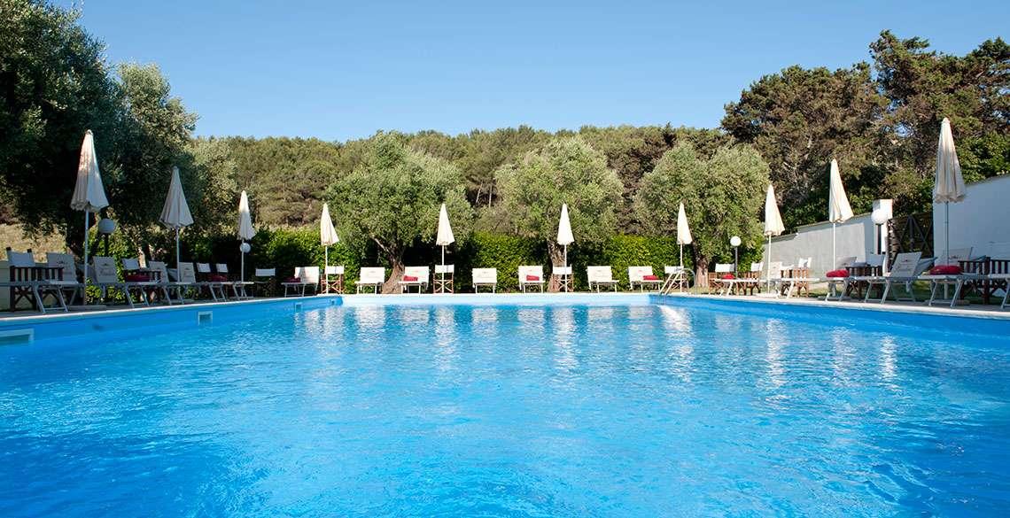 Nyd den store pool på Masseria Bandino