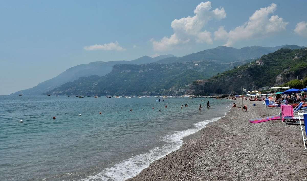Stranden framför hotellet