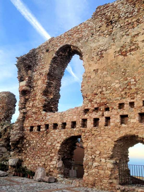 Ruiner af San Marco borg i den høje den af byen - vær forberedt på mange trapper.