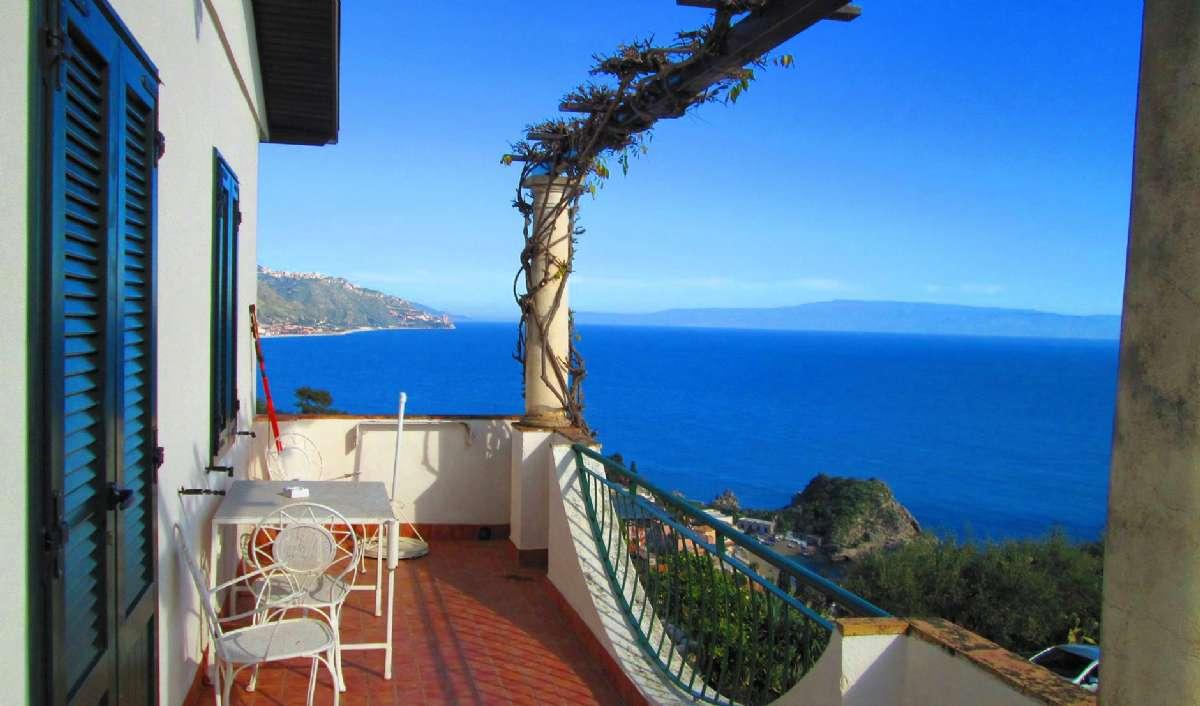 Glæd dig til terrassen for treværelseslejligheder med havudsigt