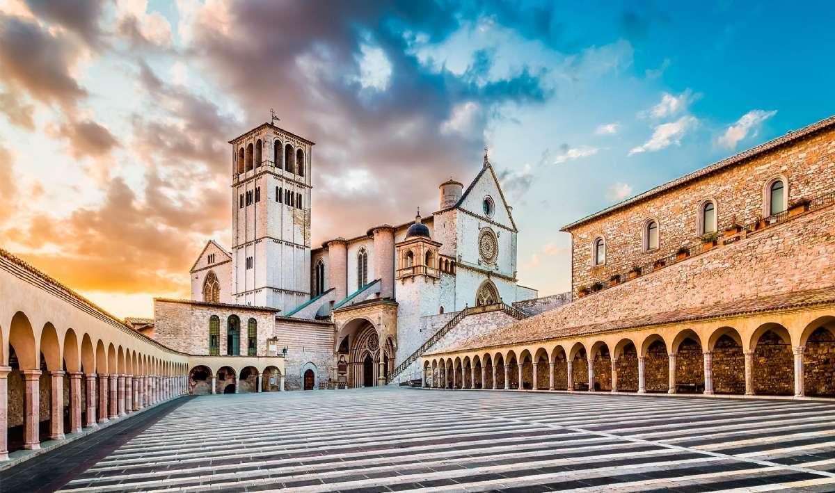Utflykter i Umbrien skulle t.ex. kunna inkludera St. Francis Basilikan i Assisi