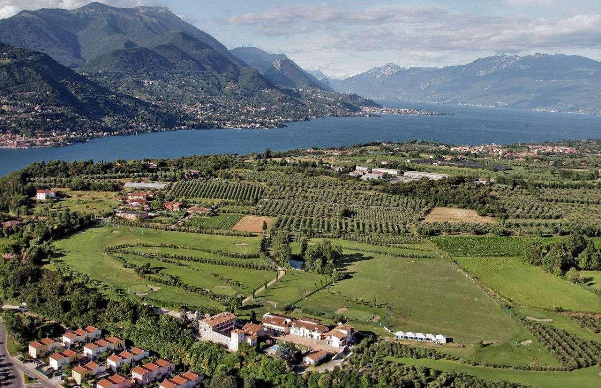 Tag på Agriturismo ved Gardasøen og få bl.a. nogle imponerende udsigter