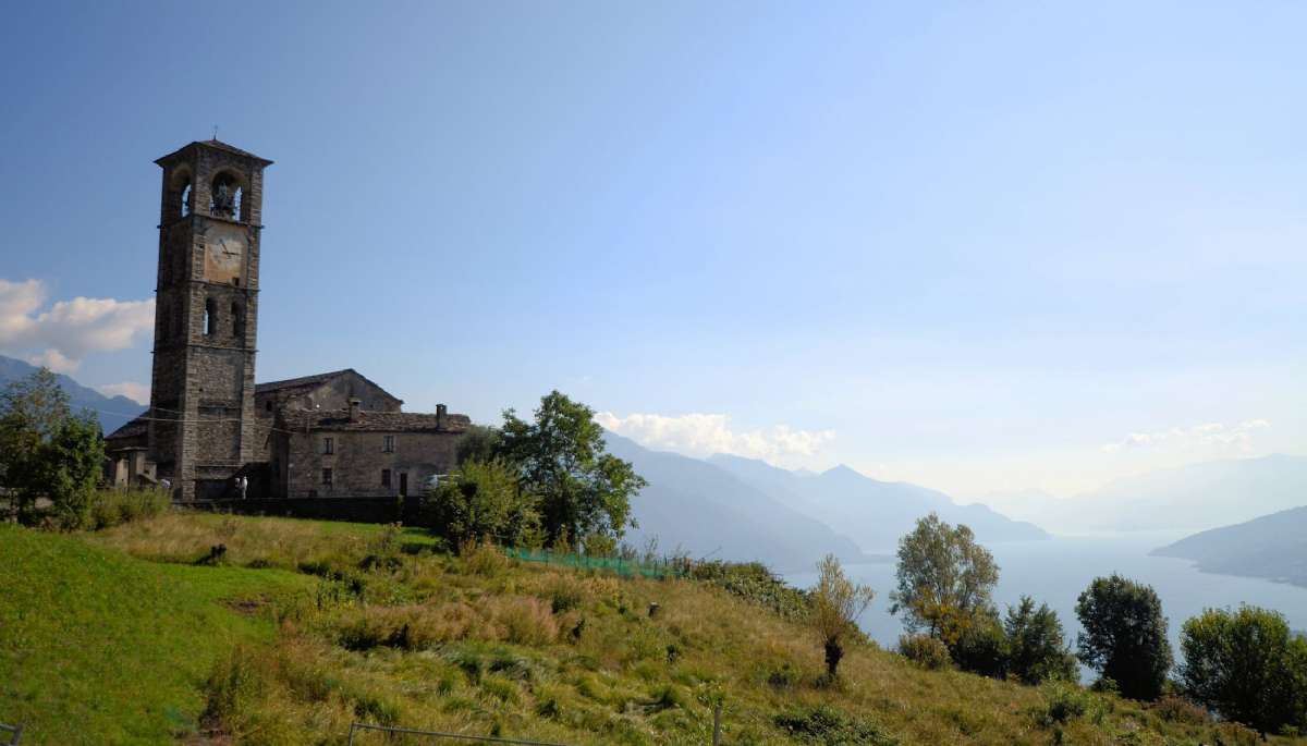 Njut av Comosjöns rustika högland