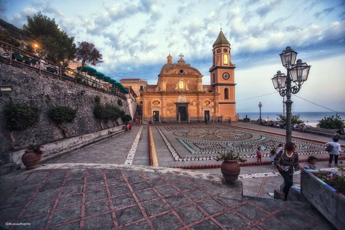 Kirkeplassen i Praiano