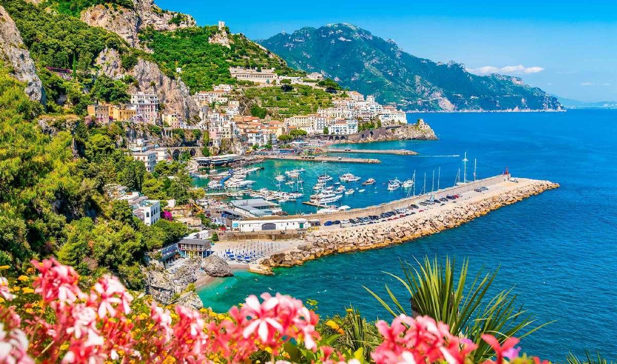 Du får tilfredsstilt behovet for vakre utsikter når du reiser til Amalfikysten med In-Italia