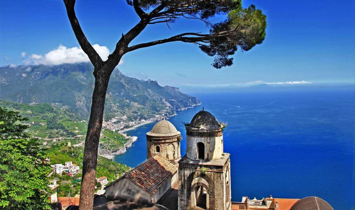 En rejse til Italien byder altid på noget godt for øjet - her på Amalfikysten
