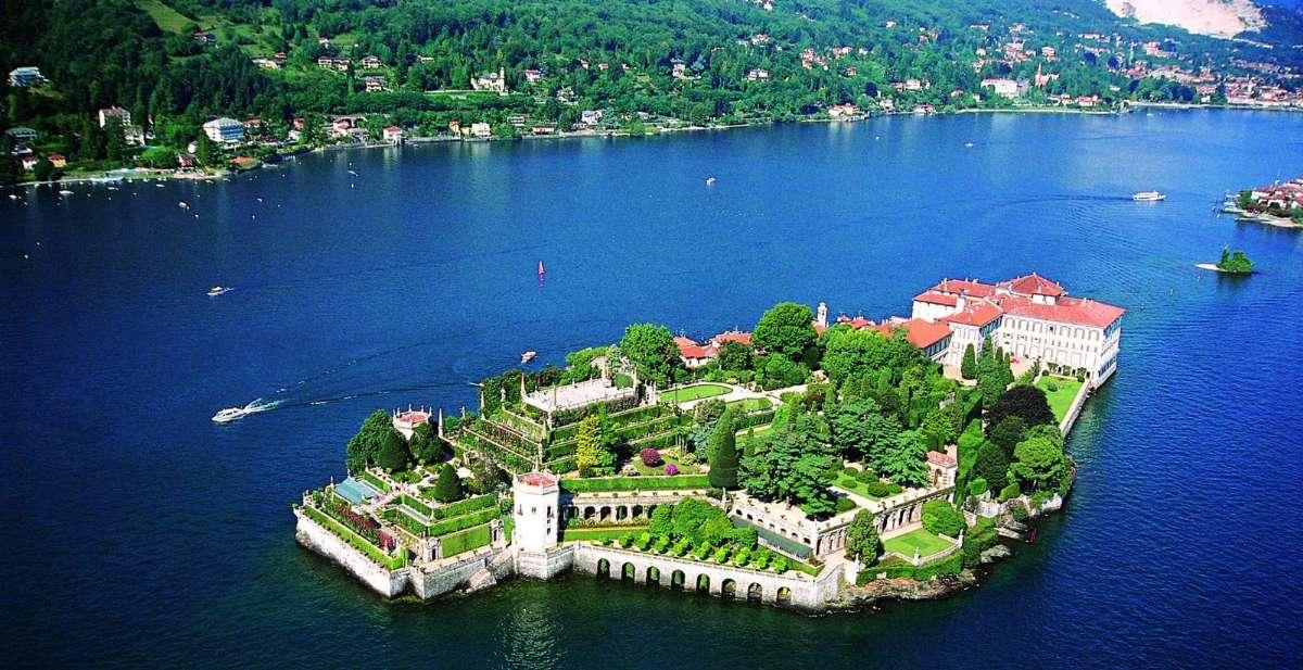 På en resa till Maggioresjön kan man bland annat uppleva de Borromeiska öarna
