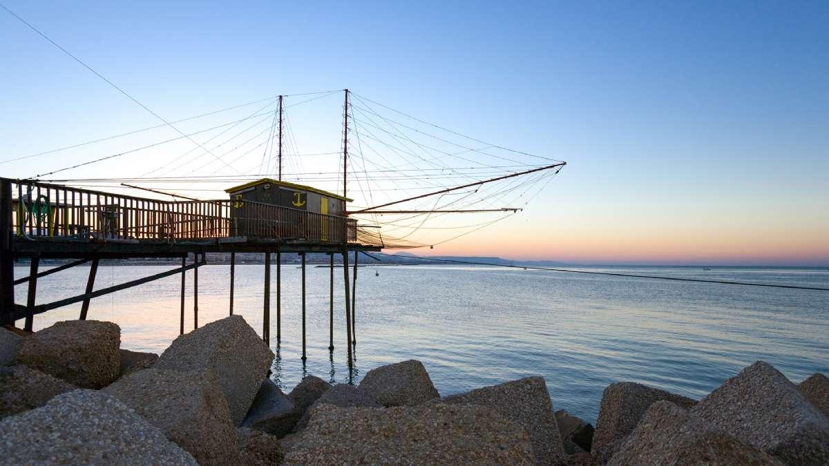 I Pescara fiskes stadig med de gamle trabucco-fiskestativer