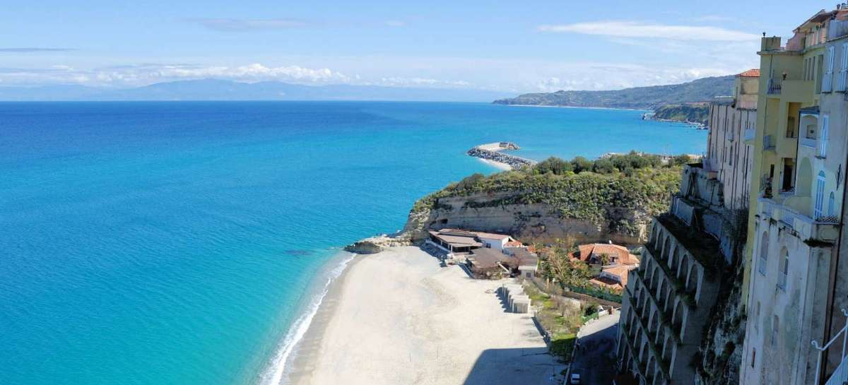 Tag på en dejlig rejse til Calabrien med varme, afslapning og lækre omgivelser.