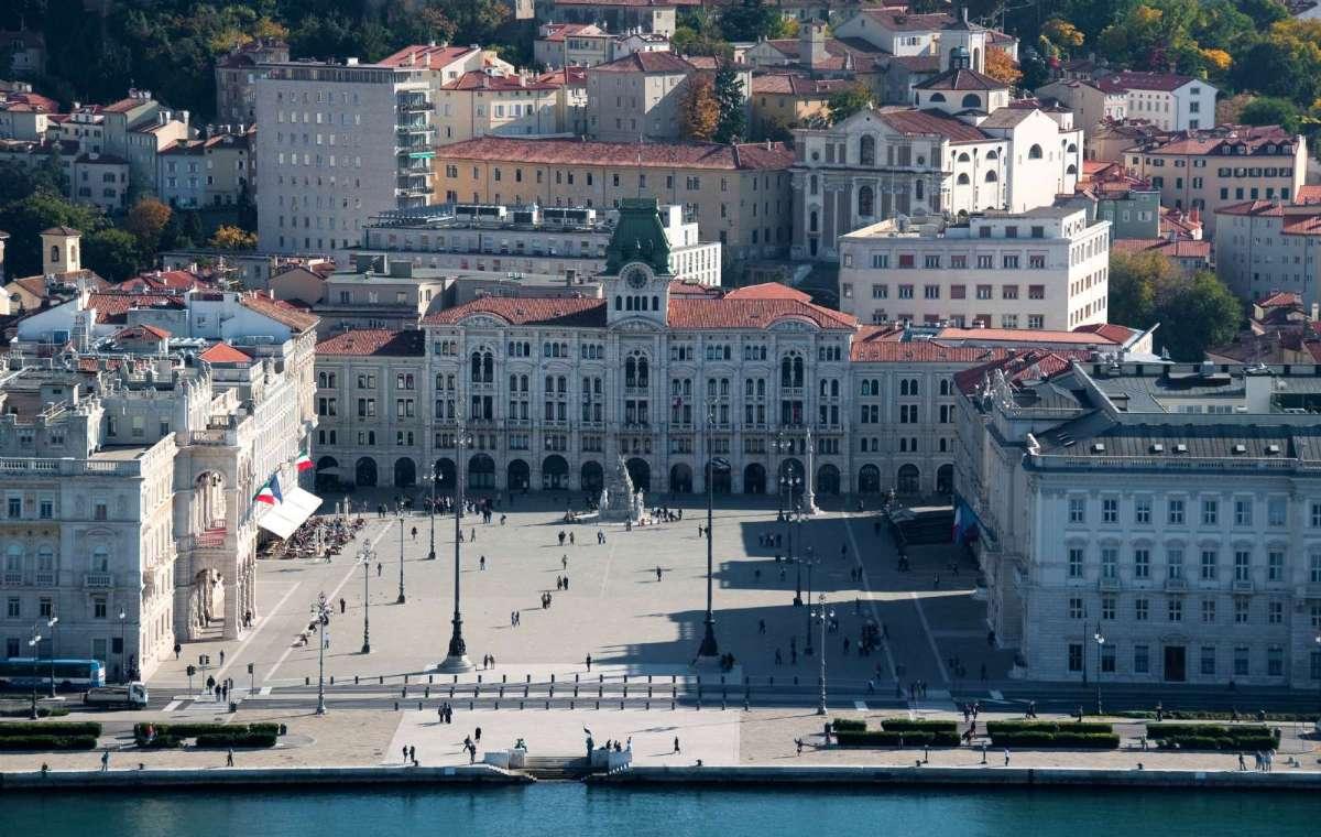 Oplev historiens vingesus på en spændende rejse til Trieste