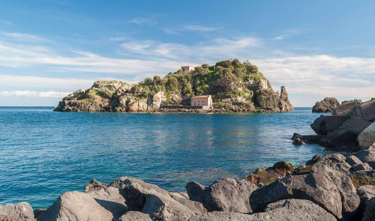 Øen Lachea ved Acitrezza