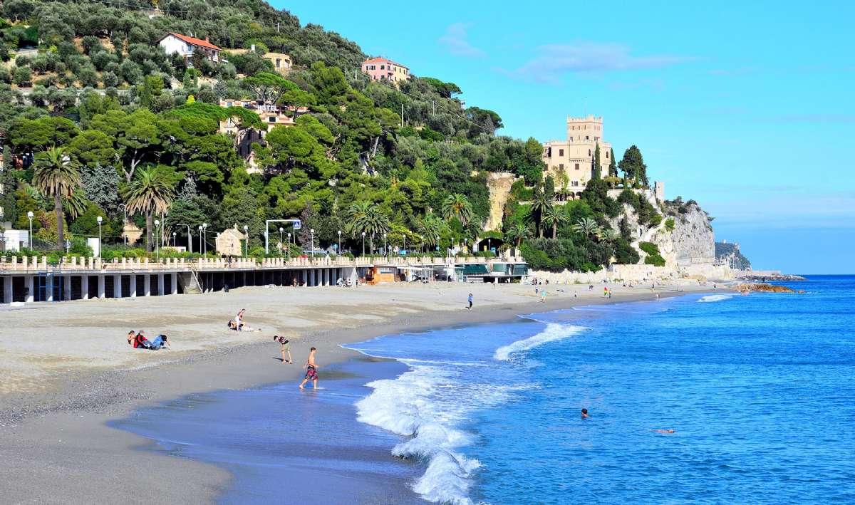 Finale har en af Liguriens allersmukkeste strande