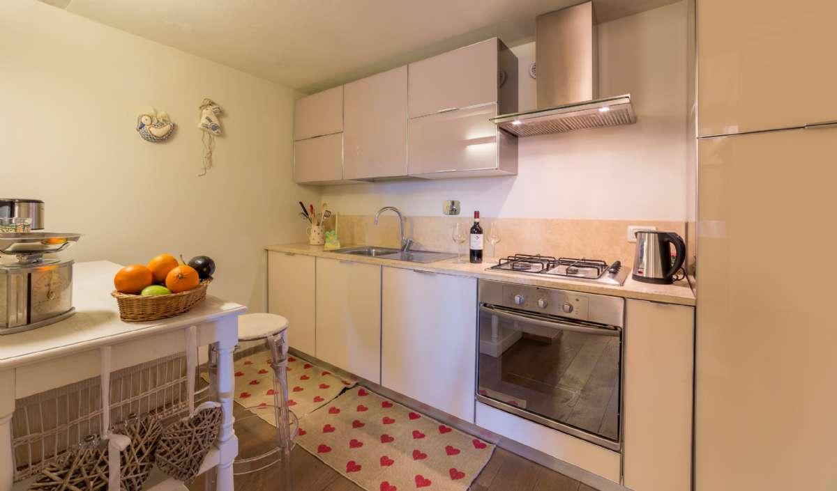Toværelseslejlighed på første sal - køkken