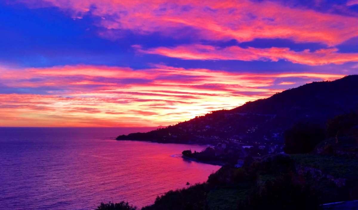 Solnedgång med starka färger