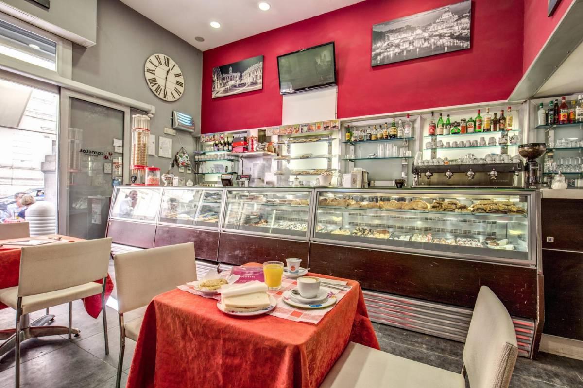 Det er på denne kaféen du kan kjøpe frokost gjennom hotellet
