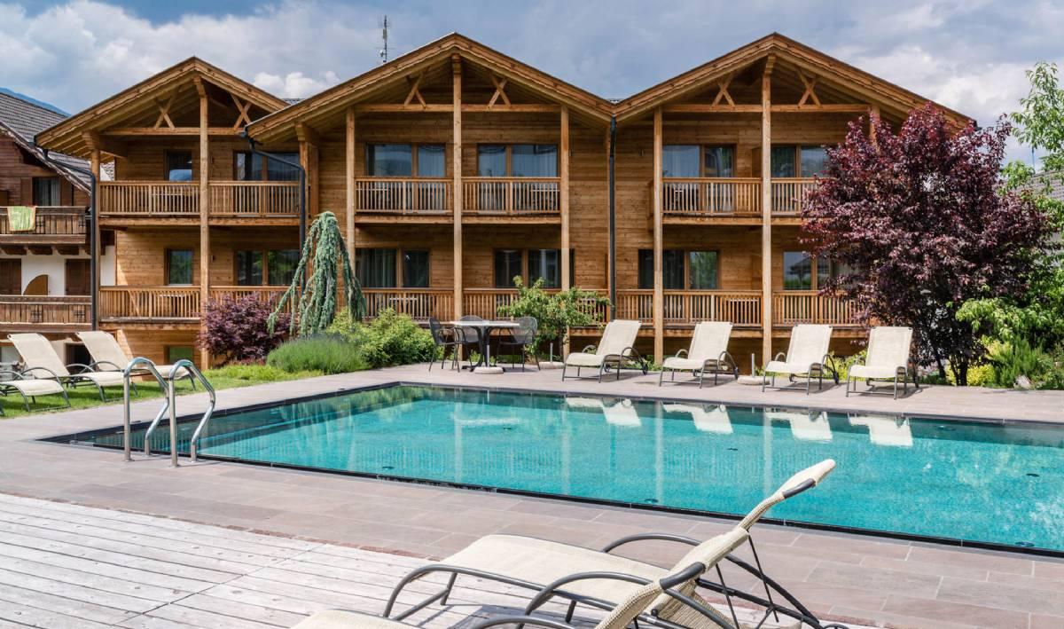 Swimmingpoolen på nabohotellet Hotel Gasserhof, som er samme ejer