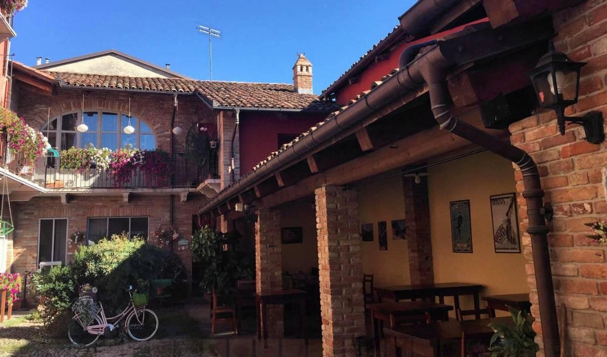 Restauranten i byen hedder La Locanda dei Vagabondi (åbnet om fredagen, lørdagen og søndagen)