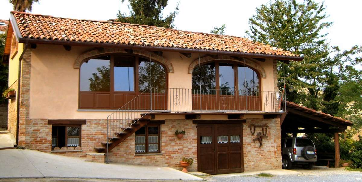 Apartment Roero is situated in a separate building
