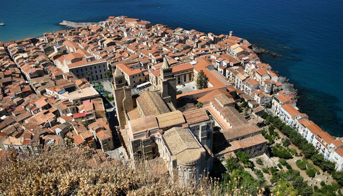 Utsikt över Cefalù från den gamla fästningen