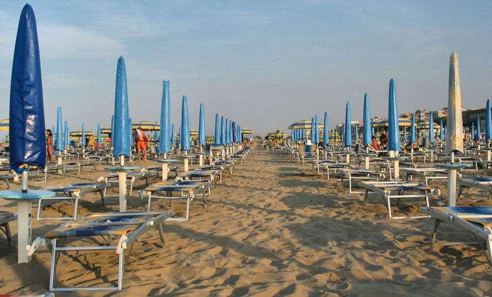 Kilometerlånga sandstränder vid Rimini