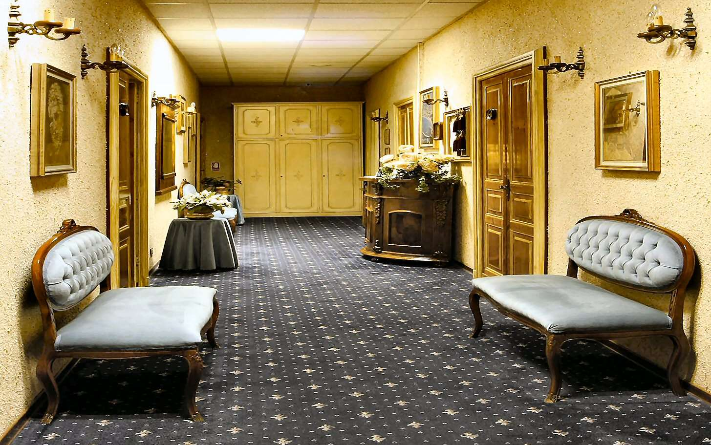 The elegant hall in the Hotel Dependance
