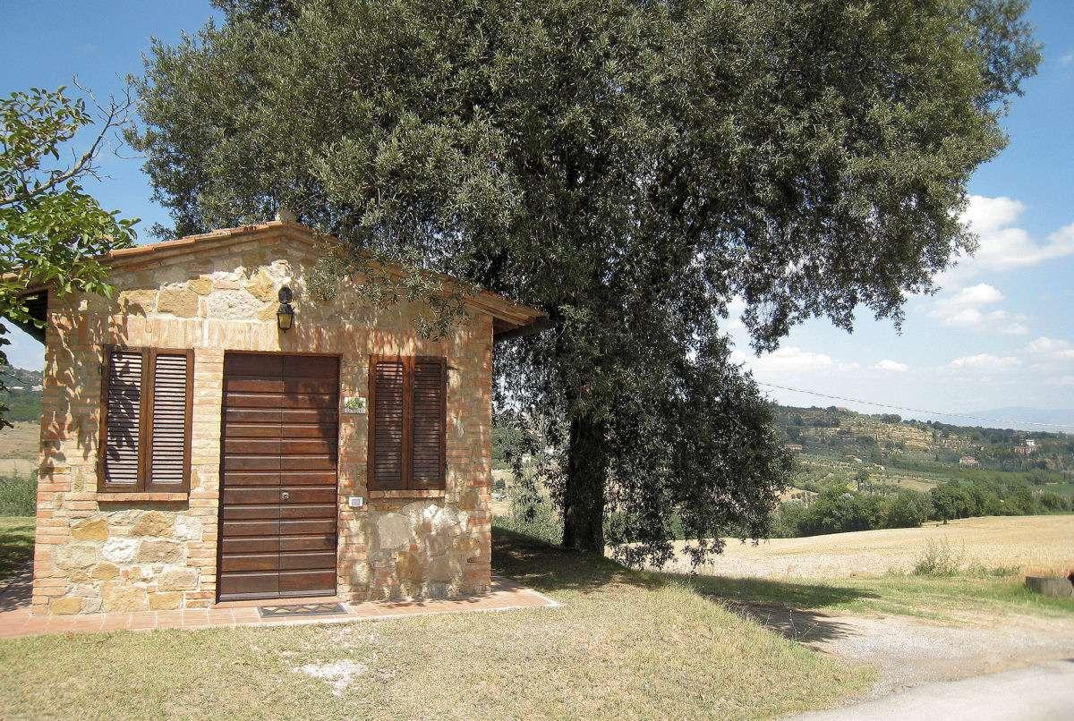 Das Zimmer La Noce befindet sich in einem separaten kleinen Haus
