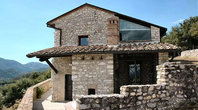 La villa abrite les Suites Prato (Pelouse) et Fuoco (Feu).
