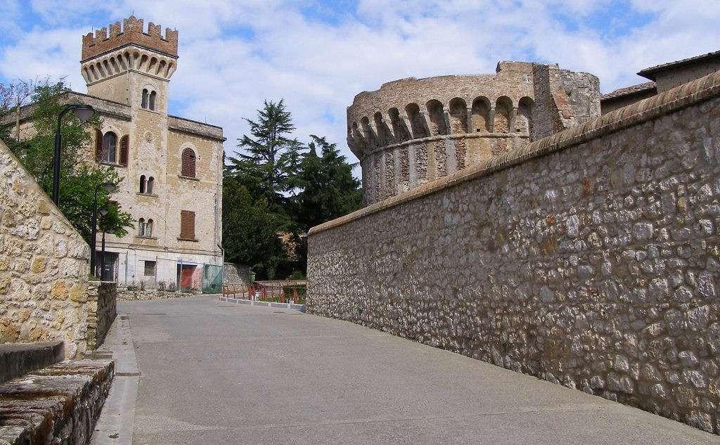 Portanova - the entrance to the high town