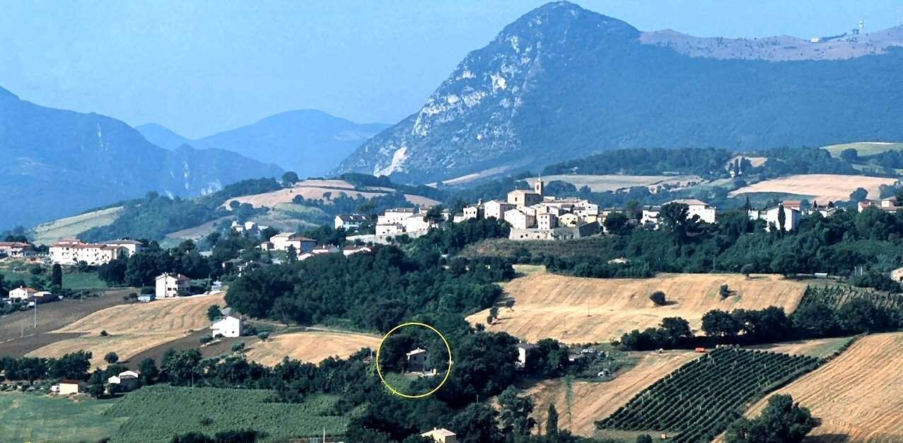 Casale Il Tiglio is located scenically