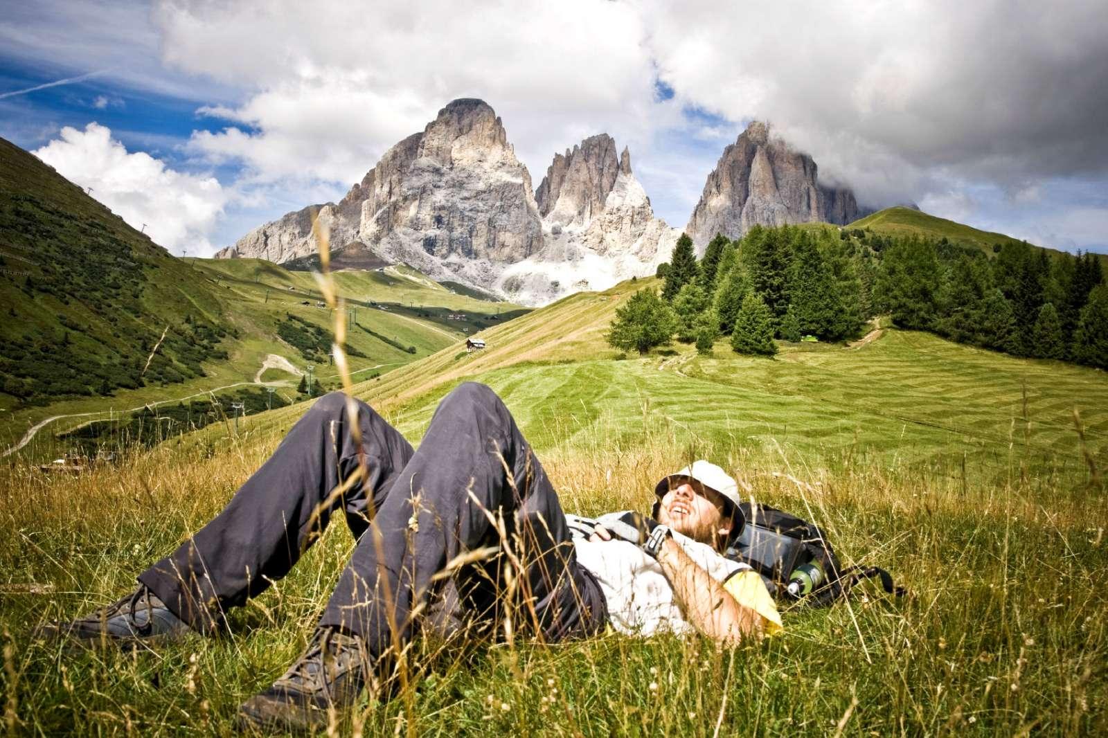 En skön paus mitt i Dolomiternas öppna vidder