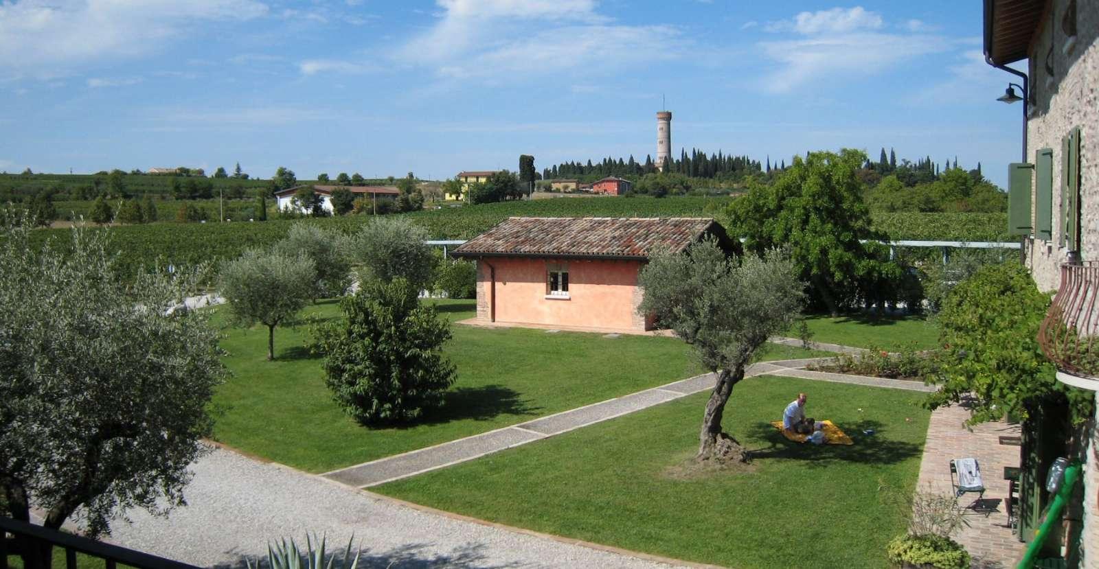 Blick auf San Martino della Battaglia und auf die Wohnung Passiflora