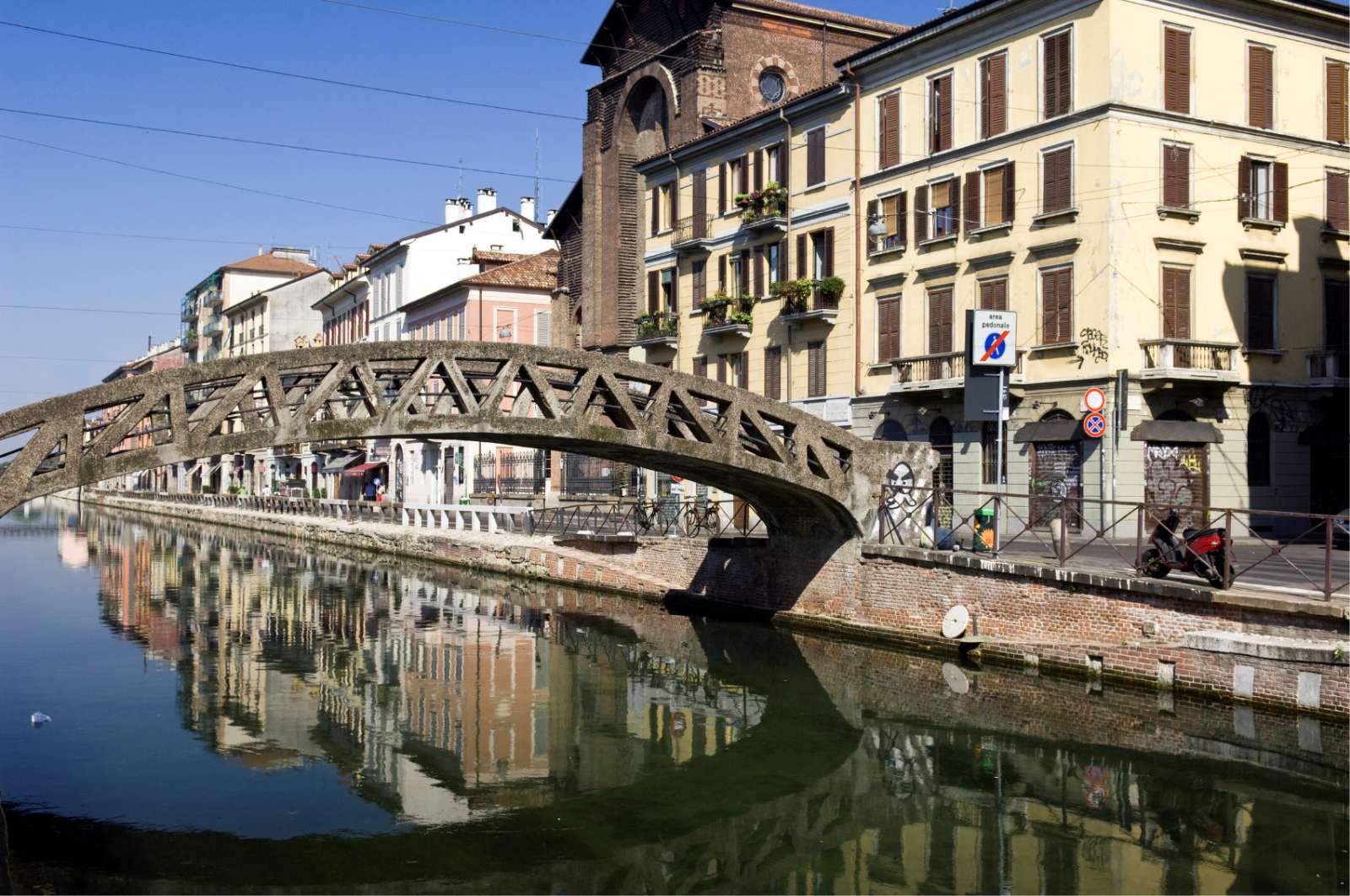 Stämning längs kanalen Navigli