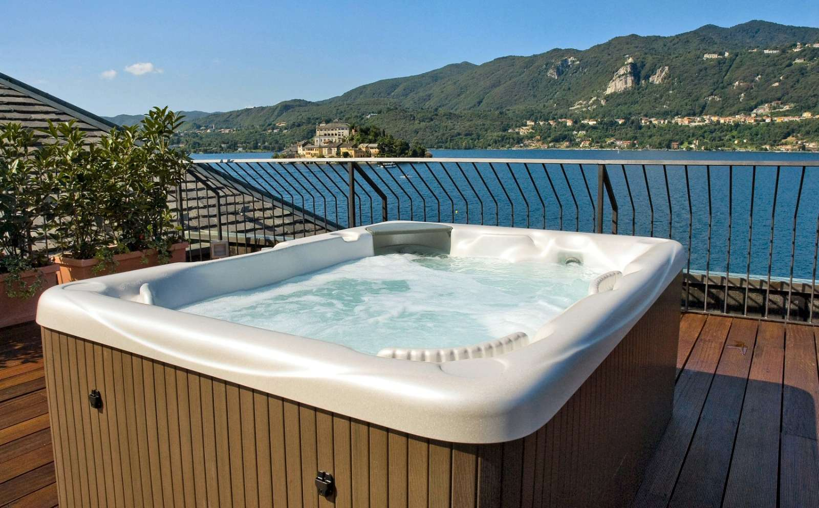 Panoramic roof terrace jacuzzi (extra charge)