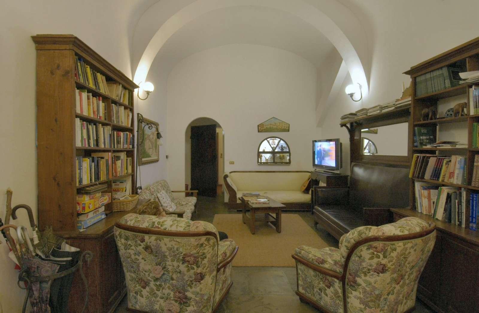 Biblioteket og tv-stuen