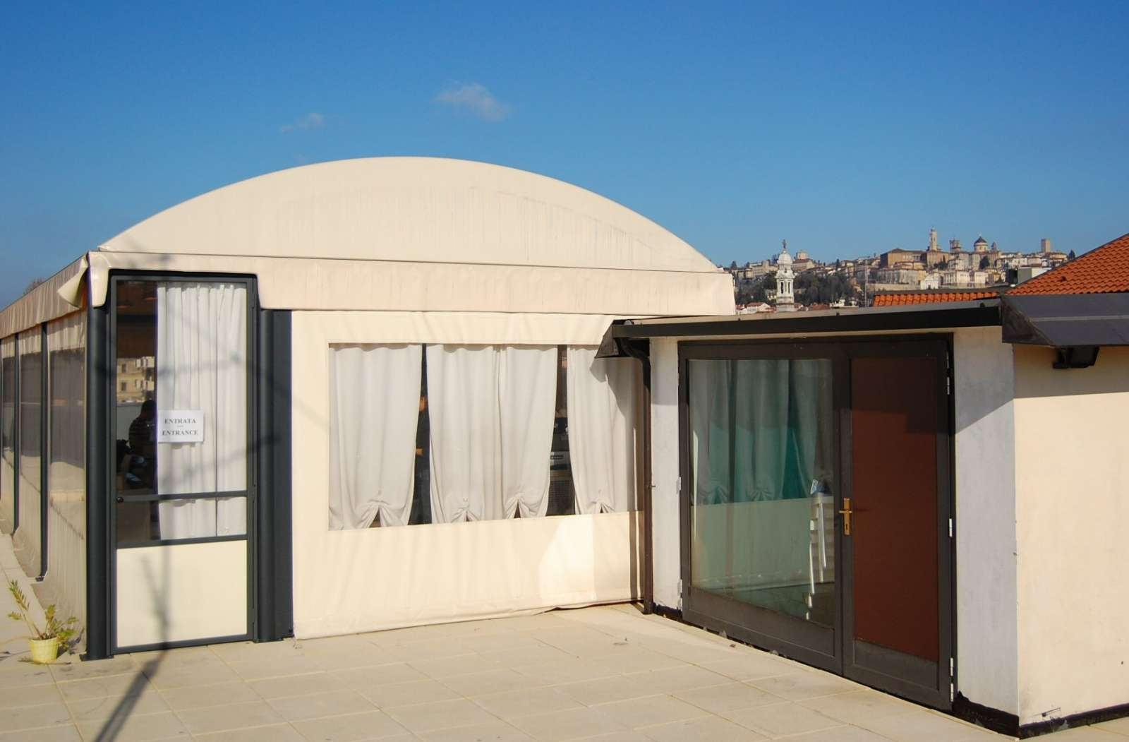 The breakfast room is located on the roof terrace