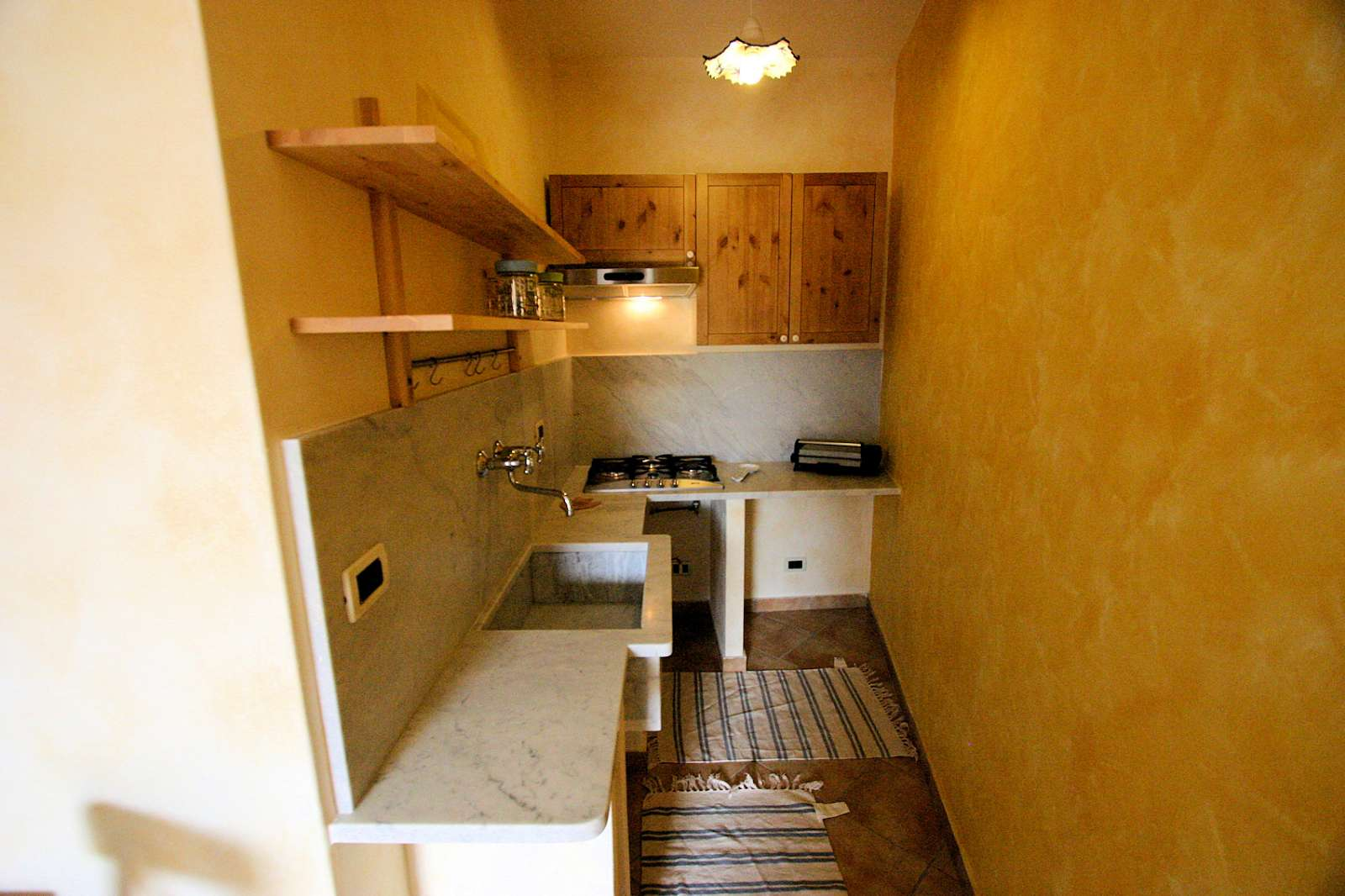 Limone: Kitchen