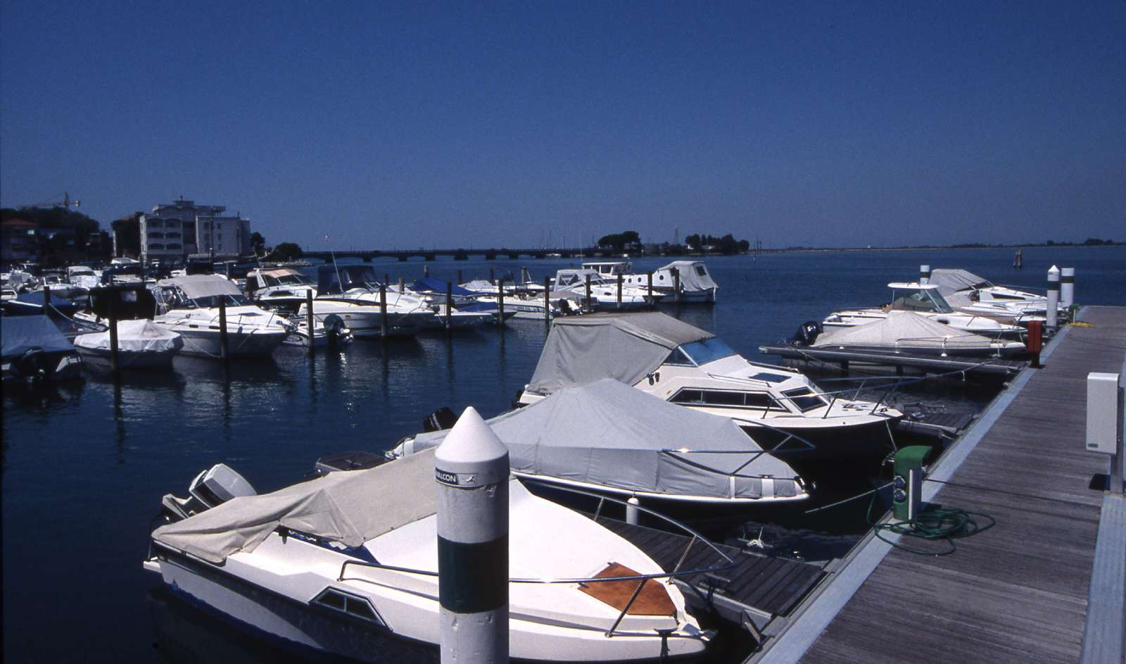 Lystbådehavnen foran hotellet