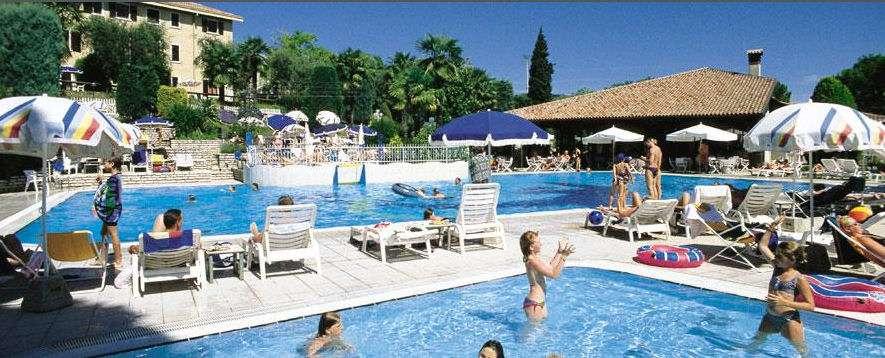 Svømmebassin ved Residence Arca sul Garda