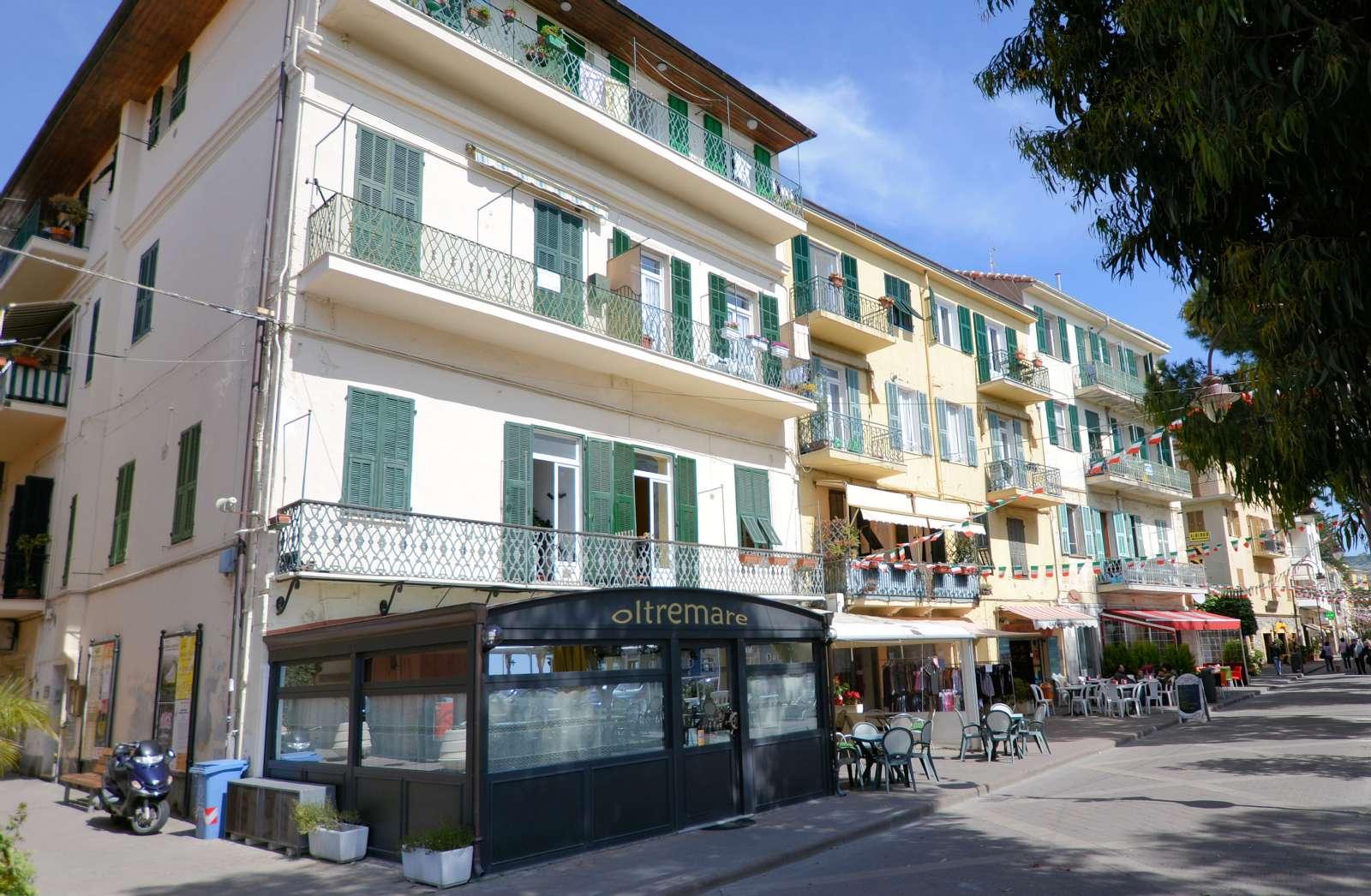 9 af de 15 værelser ligger i en bygning ca. 50 m fra hotellet