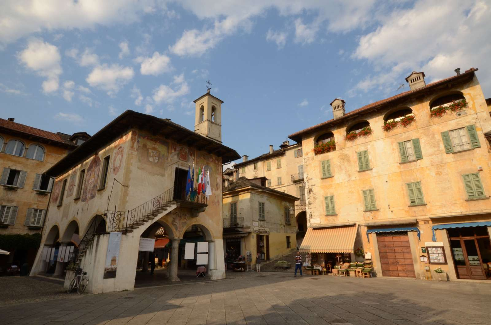 Torget Piazza Motta i Orta San Giulio